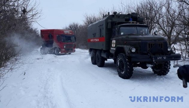 Рятувальники заявляють, що рух на дорогах країни забезпечений