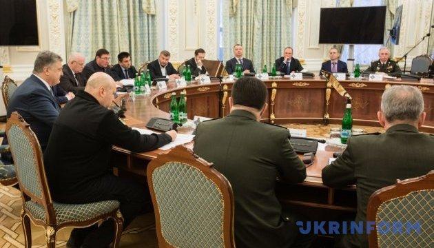 Порошенко предлагает СНБО продлить санкции против российских банков