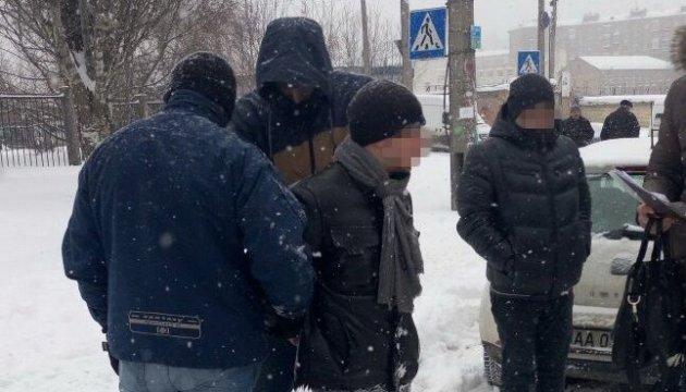 Чиновника внутрішньої безпеки ДФС впіймали на хабарі