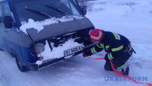 У Києві витягли зі снігових заметів більше 70 автомобілів