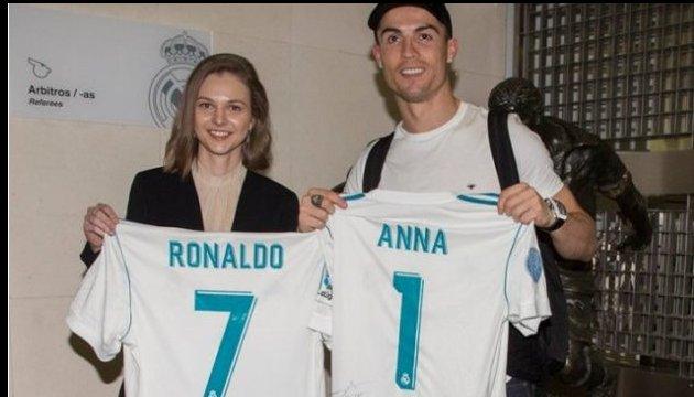 Anna Muzychuk swaps shirts with Cristiano Ronaldo