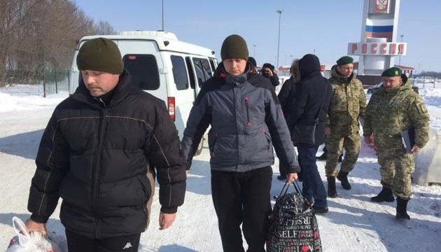 Zwei entführte Grenzsoldaten in Ukraine zurückgekehrt – Fotos