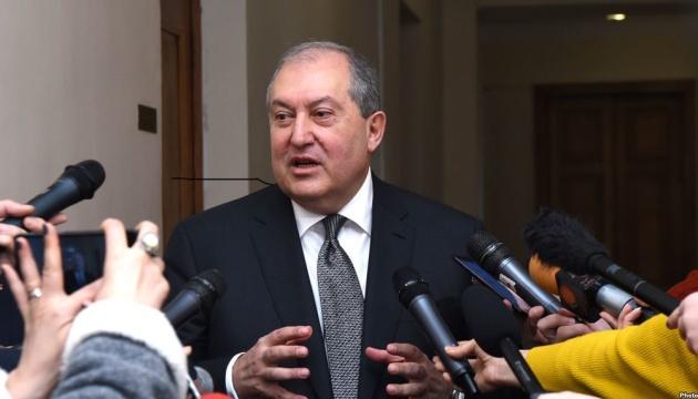 Президент Вірменії прийняв відставку уряду
