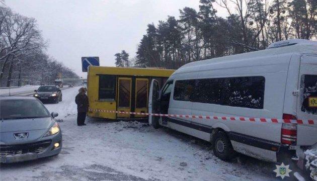 У Києві автобус влетів у маршрутку з пасажирами