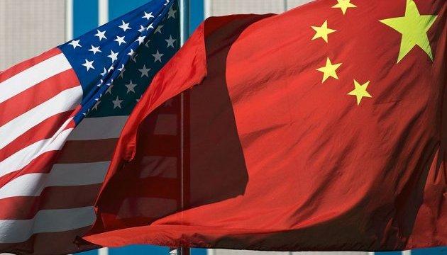 Китай образився на США за