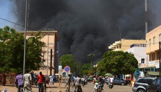 У столиці Буркіна Фасо напали на посольство Франції і штаб ЗС