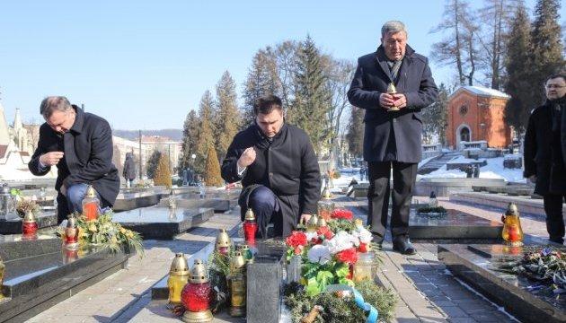 Клімкін у Львові відвідав Польський військовий меморіал