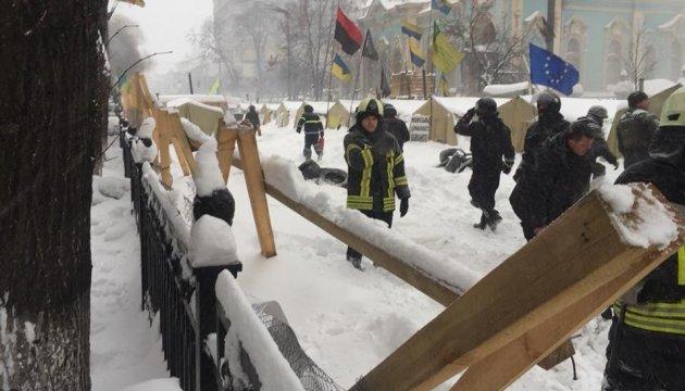50 manifestants interpellés devant le Parlement (photos)