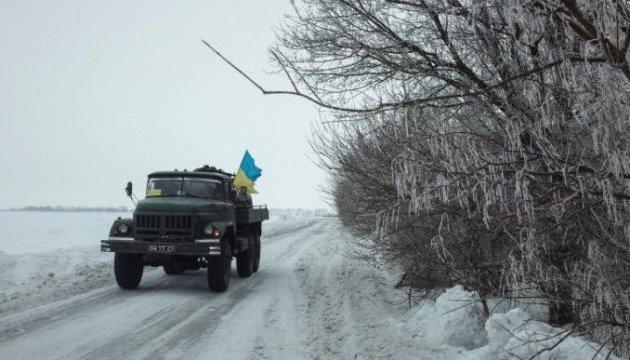 Donbass: Besatzer setzen Mörser und Schützenpanzer ein, ein Soldat stirbt