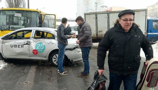 В Киеве заблокировано движение скоростных трамваев на Борщаговку