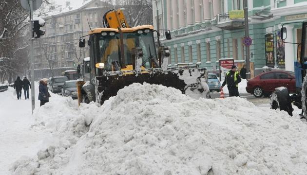 Київському транспорту через негоду дозволили ходити не за графіком