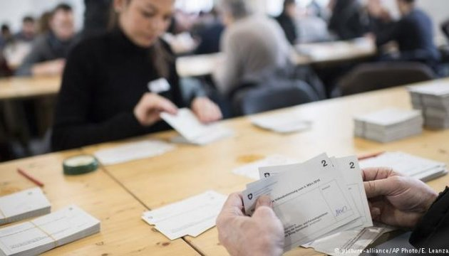 Швейцарці готові утримувати суспільно-правові ЗМІ - референдум