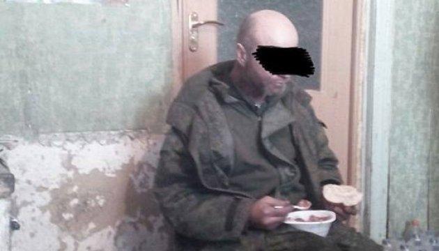 Les militaires ukrainiens ont capturé un combattant russe (photos)
