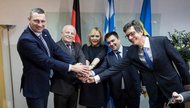 Risultati immagini per Державний міністр Республіки Баварія Беате Мерк відкрила Представництво федеральної землі Баварія в Україні.