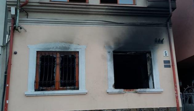 5 personnes arrêtées dans l'affaire de l'incendie de l'association culturelle hongroise d'Oujhorod