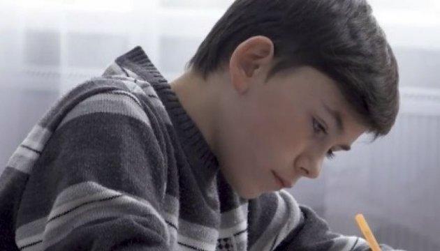 ЮНИСЕФ показал историю 12-летнего мальчика из Авдеевки, в которого попала пуля