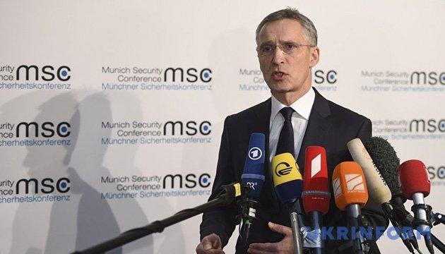 Столтенберг: НАТО взаємодіє із Британією у справі Скрипаля