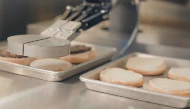 У США робота навчили робити котлети для бургерів