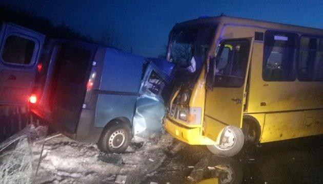 Аварія рейсового автобуса під Кременчуком: є загиблий та поранені