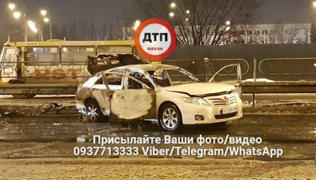 Возле метро в Киеве взорвали гранаты: есть раненый, объявлен перехват