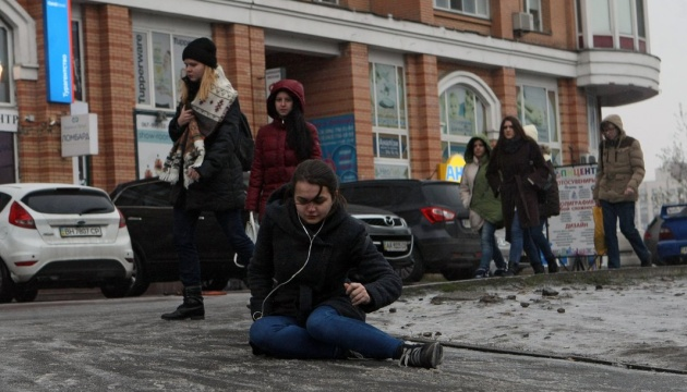 Ice on Kyiv roads caused more than 1,300 injuries over weekend