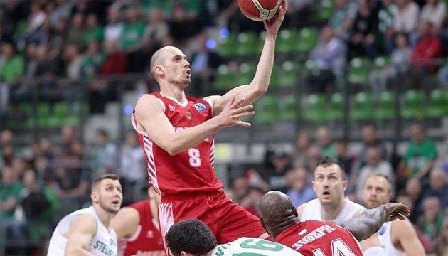 Команда украинского баскетболиста Гладыря вышла в 1/4 финала Лиги чемпионов