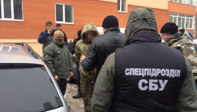 СБУ затримала прикордонника, який торгував наркотиками