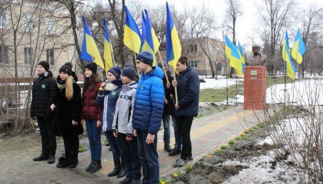 У Запоріжжі відкрили пам'ятник Шевченку біля театру юного глядача