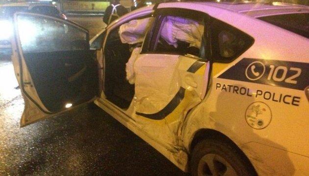 В Киеве и Ривном пострадали 5 полицейских: нарушители протаранили их авто
