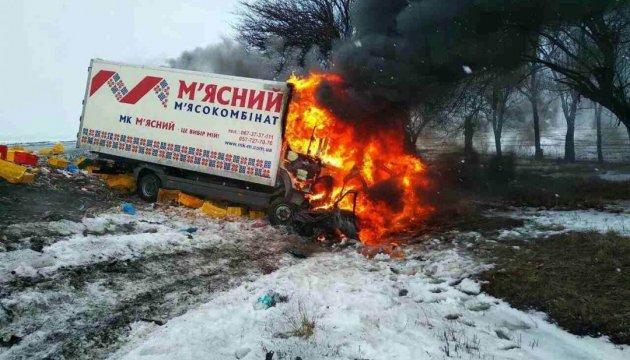 На Дніпропетровщині вантажівка влетіла у ВАЗ, троє загиблих