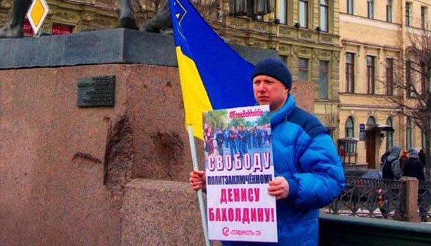 У Петербурзі напали на активіста, який проводив пікет на підтримку України