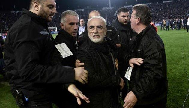 Вооруженный российский бизнесмен прервал футбольный матч в греческих Салониках