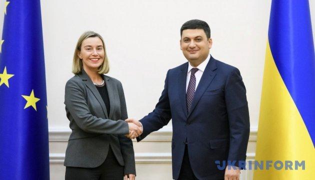 Гройсман обговорив із Могеріні підготовку до засідання Ради асоціації Україна-ЄС