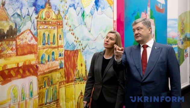 Poroshenko y Mogherini acuerdan mejorar la cooperación en la lucha contra las noticias falsas