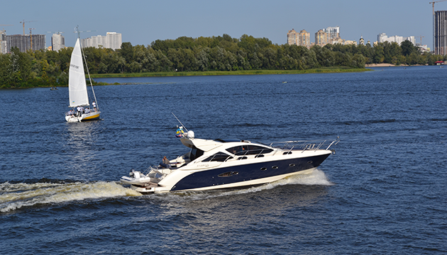 Оренда яхт в Києві: 6 причин чому ви повинні побувати на річковій прогулянці