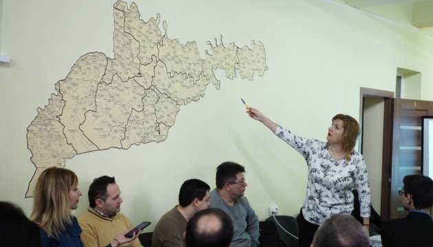 Фахівці на Буковині навчають колег з інших регіонів писати план розвитку ОТГ