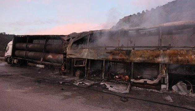 У Туреччині автобус врізався у вантажівку, 13 загиблих