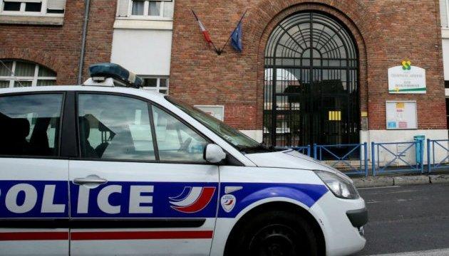 У Франції на учня у школі напали з молотком і вогнепальною зброєю