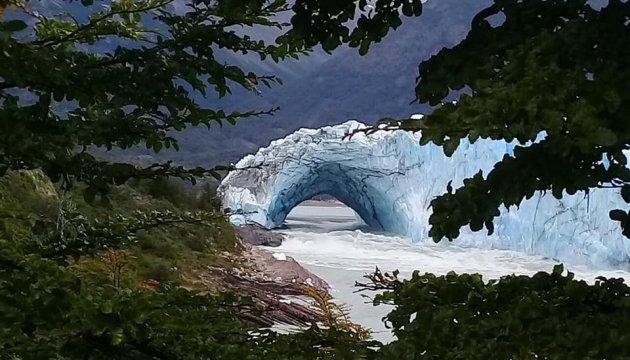 В Аргентині льодовик обвалився на очах у туристів