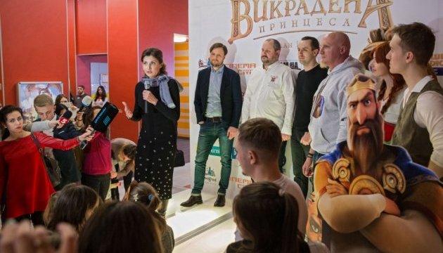 Марина Порошенко разом із дітьми-сиротами відвідала показ