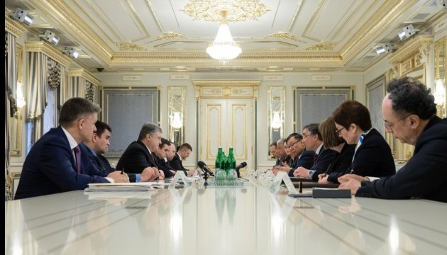 Порошенко закликав країни G7 не визнавати російські