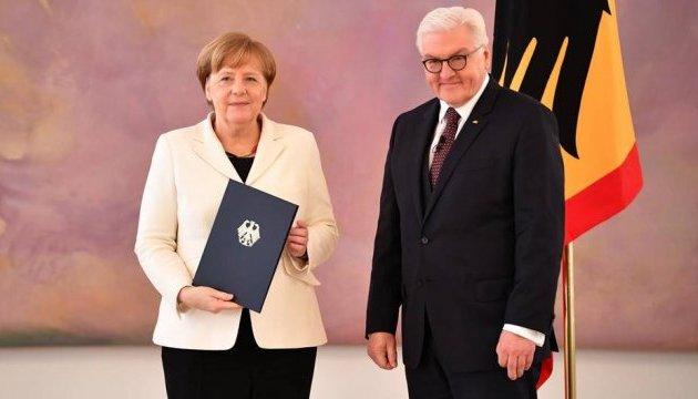 Штайнмайер вручив Меркель свідоцтво про призначення канцлером
