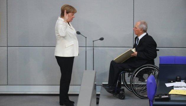 Присяга Меркель не минулася без інцидентів