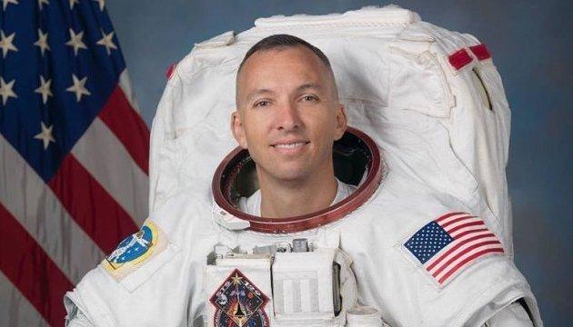Астронавт із США, який розгорнув у космосі синьо-жовтий прапор, прилетів до України