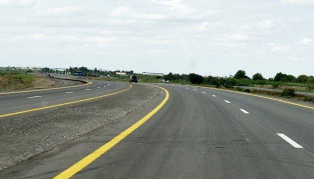 В Росії дороги розфарбують жовтим і синім