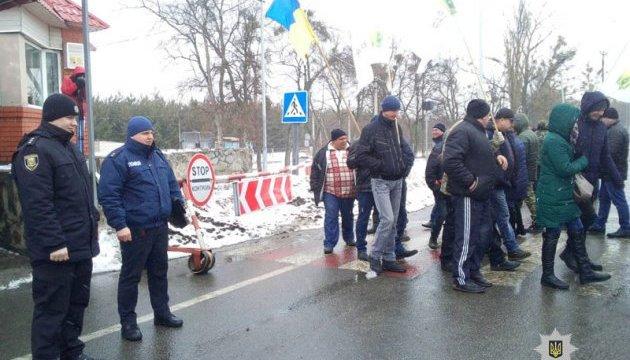 Аграрии в знак протеста перекрыли дороги в пяти областях