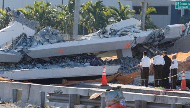 Падіння мосту у Флориді: під уламками є ще тіла загиблих