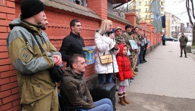 Des activistes ont organisé une manifestation devant l'ambassade de Russie à Kyiv (photos)