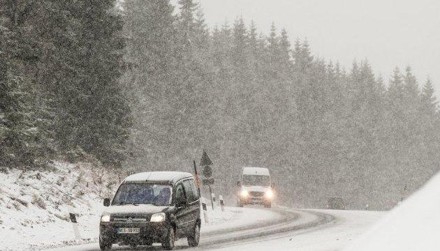 Синоптики попереджають про сильні пориви вітру на території України