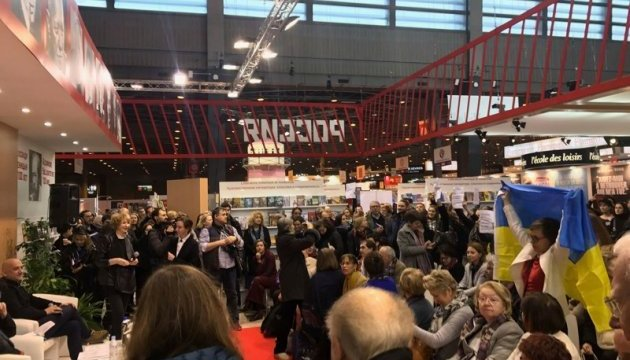 Активісти провели акцію проти участі Прилєпіна у Паризькому книжковому салоні